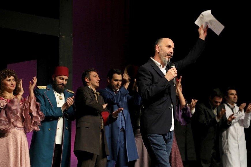 Şehir Tiyatroları'ndan yeni oyun: Amanvermez Avni