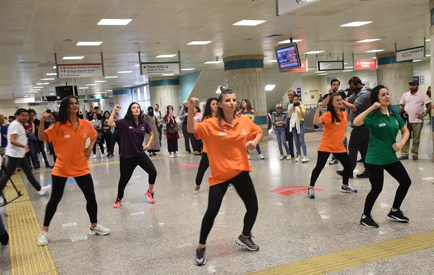 İstanbul metrosu spor dolu