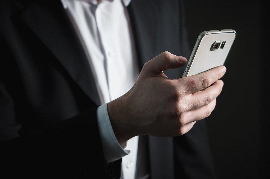 Cep telefonu bağımlısı